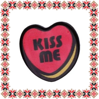 Martisor Brosa Acril Inima Kiss Me